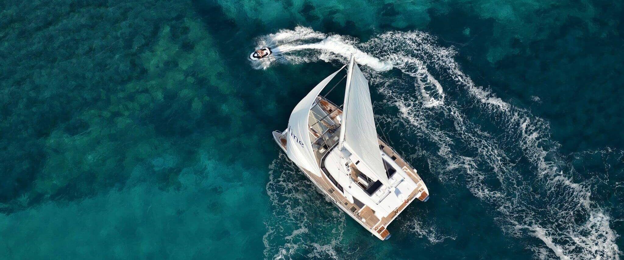 Catamaran du thuyền hai thân
