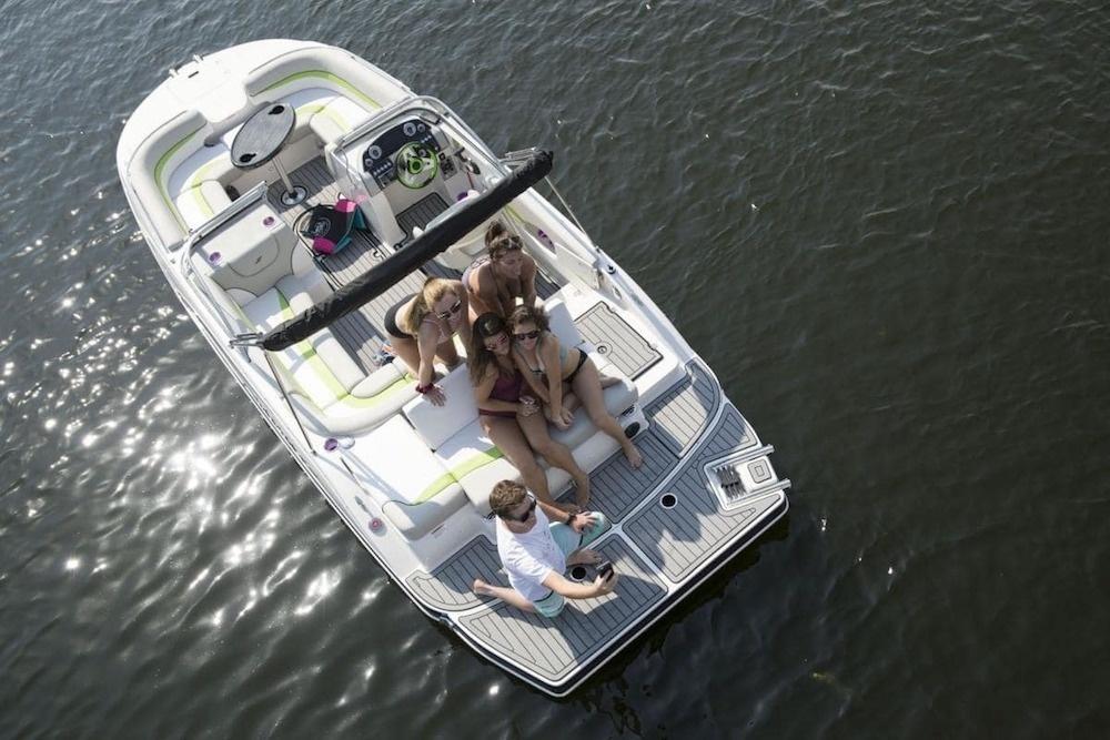 Không gian sử dụng của Deck Boats