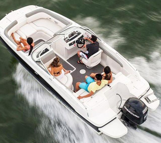 Thuyền boong phù hợp với giải trí và thư giãn
