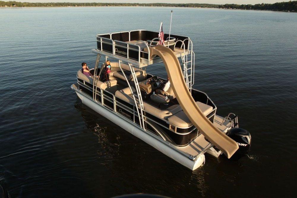 Giải trí cùng Pontoon Boats