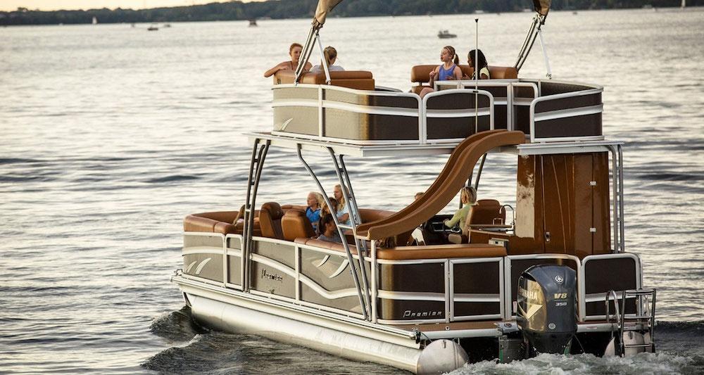 Không gian sử dụng Pontoon Boats