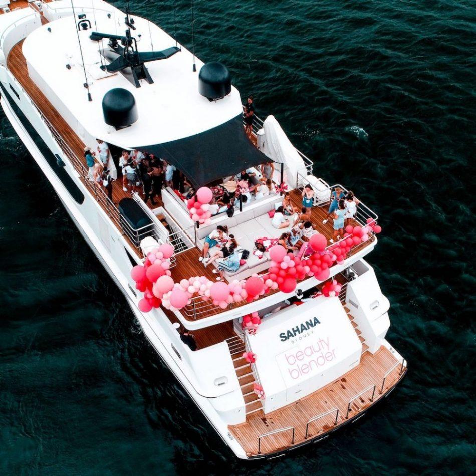 Sinh nhật trên du thuyền